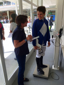 Gemäss Abwiegerin Heidi Kolb ist der Umgang mit den Jockeys immer angenehm, egal ob einheimische Reiterinnen und Reiter oder Jockeystars aus dem Ausland.