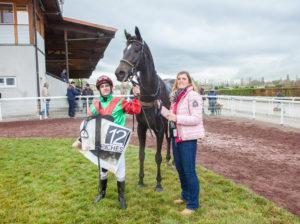 Den letzten Sieg für Trainerin Moni Müller gab es am 5. November in Avenches durch Ruby Beauty mit Maxim Pecheur im Sattel. – Foto: turffotos.ch